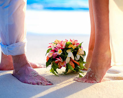 This image shows a wedding couple at a secluded tropical beach on Mahe