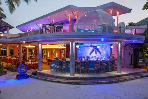 Cafe des ARts Praslin evening