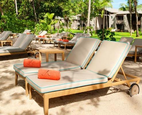 kempinski-beach-beds-2