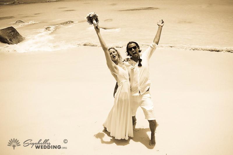 Wedding Praslin-couple-happy-5