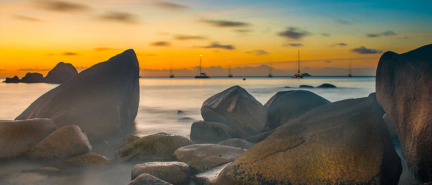 Seychelles Travel Tipps featured image shows beach at sunset