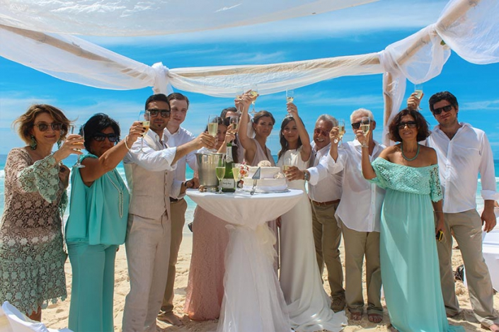 This Photo shows wedding party on Mahe at the beach