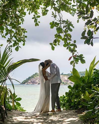 Planning a wedding in Seychelles, this image shows a romantic wedding couple at the beach   Seychelleswedding.org